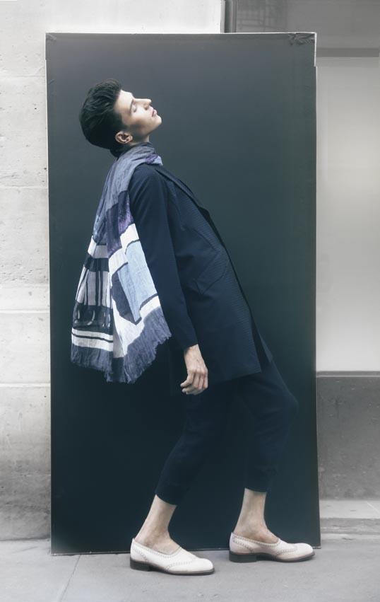 Veste longue en laine et pantalon en jersey, M'S BRAQUE Chaussures, LE YUCCA'S FATTE A MANO Foulard, Mii