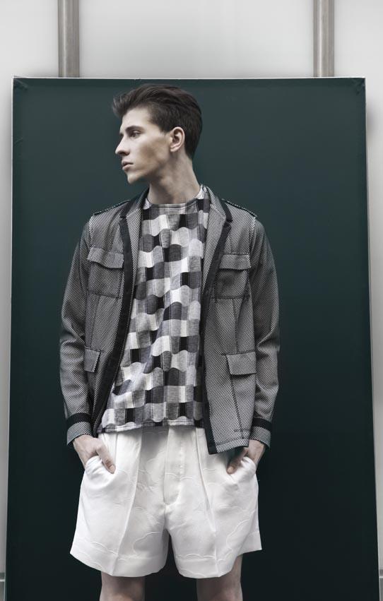 Veste style «Safari» tissu collé «mesh», T-shirt et short blanc en soie, M'S BRAQUE