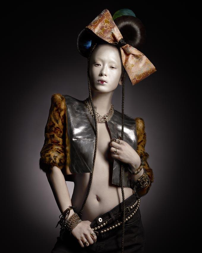 Veste GRETA CONSTANTINE Ceintures, Bracelets cuir et métal et bagues DEE THINGS Ceinture Kimono portée en noeud KIMONOYA PARIS