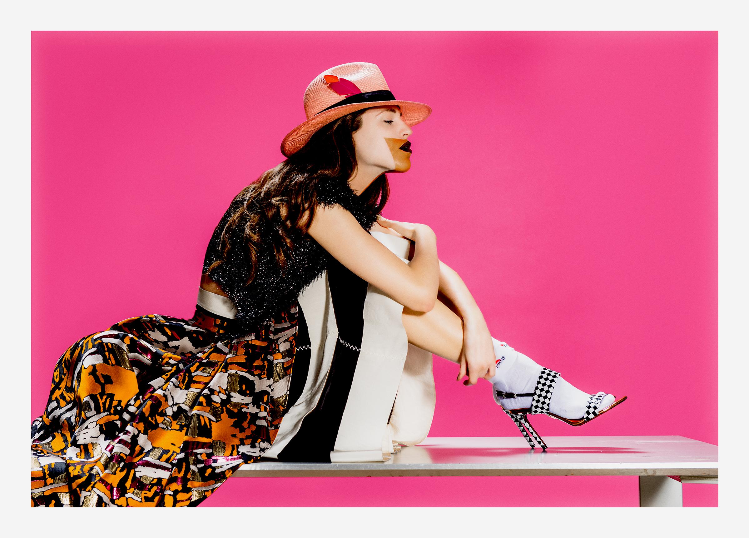 Top - PAULE KA Jupe - PAULE KA et ROSSELLA JARDINI Chaussures - CESARE PACIOTTI Chaussettes - LE COQ SPORTIF Bijoux - PAULE KA Panama - THEPANAMASHOP
