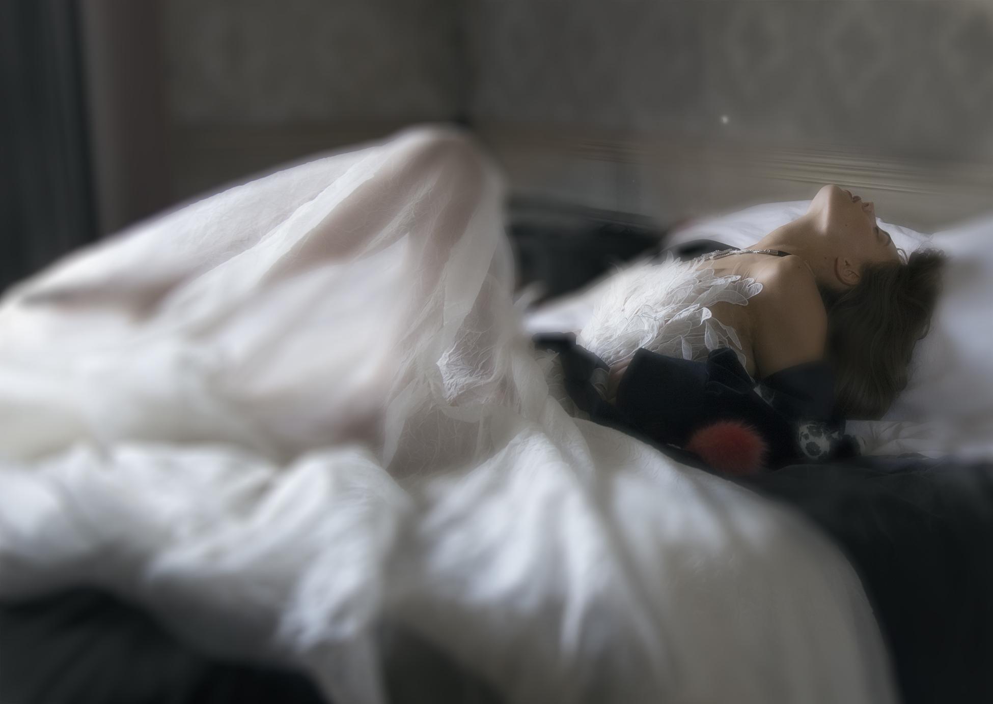Robe couture : YANINA Veste ISTITUTO MARANGONI avec les pandas «Bar Mashiah pour Istituto Marangoni» Porte clé; KARL LAGERFELD Collier : PAULE KA