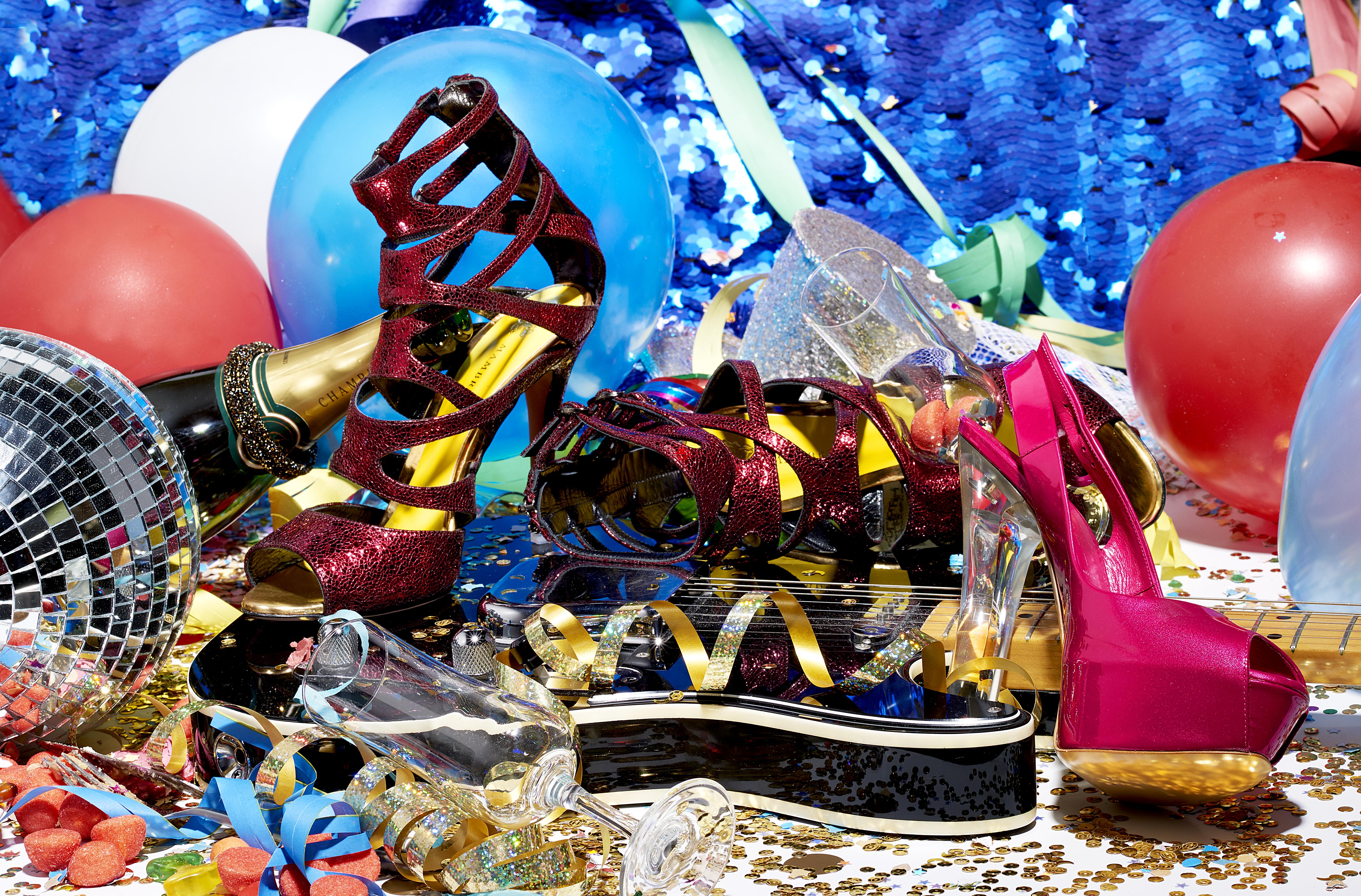 Sandales à droite avec talon plexi transparent : CASADEI CHEZSARENZA.COM  Sandales montantes : FRANCESCA MAMBRINI bracelet : SWAROVSKI
